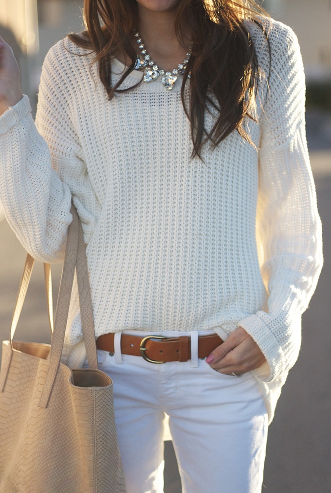 whitesweater_whitejeans