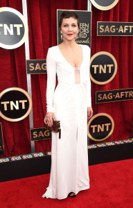 Maggie-Gyllenhaal-sag-awards-red-carpet-2015