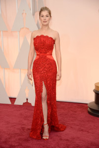 rosamund-pike-oscars-red-carpet-2015-1