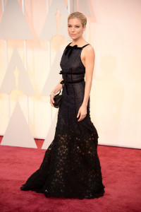 sienna-miller-oscars-red-carpet-2015