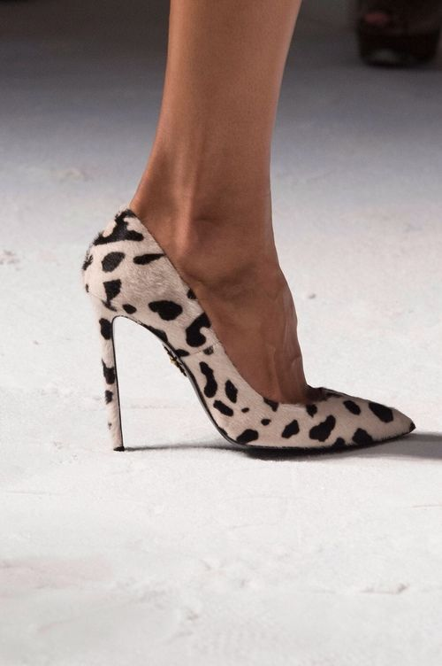summer essentials_classic pumps_leopard
